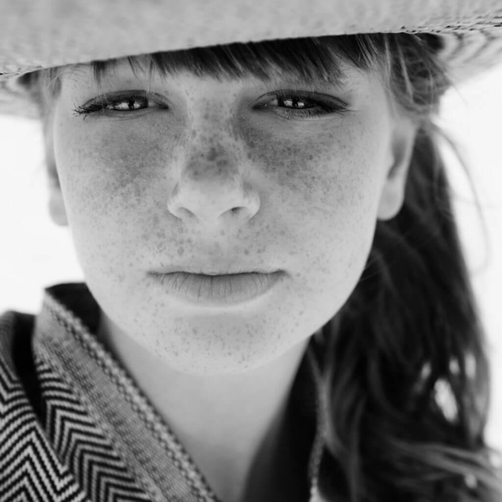 Zwart wit portret kindermodel